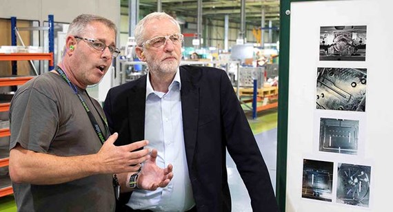 Jeremy Corbyn tours the Protolabs manufacturing facility in Telford (© Protolabs 2018)